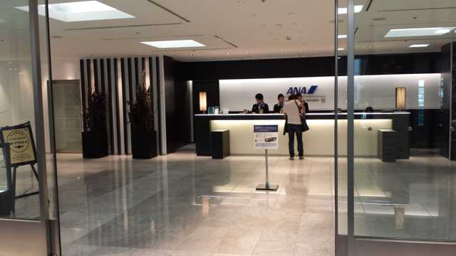 ANA Business Lounge Check-in 1