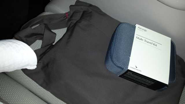 CX First Class HKG to ORD amenity kit 6