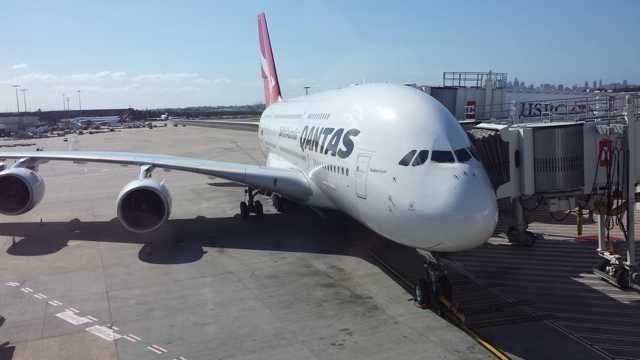 Qantas Business Class Lounge Entry 1