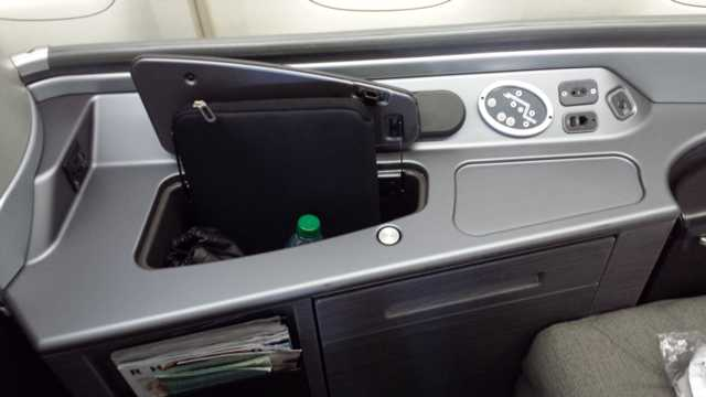 United First Class Seat 2