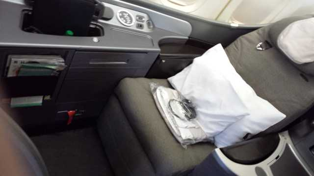 United First Class Seat 3