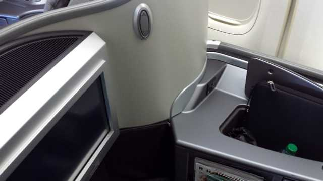 United First Class Seat 5
