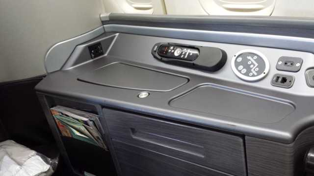 United First Class Seat 7