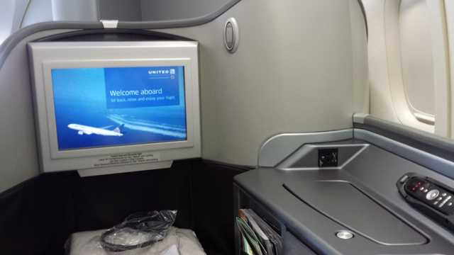 United First Class Seat 8