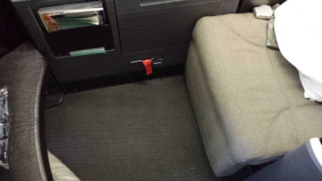 United First Class Seat 9